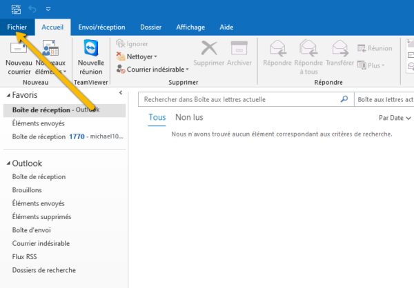 Cliquez sur le menu Fichier dans Outlook 2019