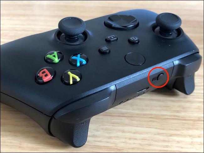 Bouton d'appairage de la manette Xbox Series