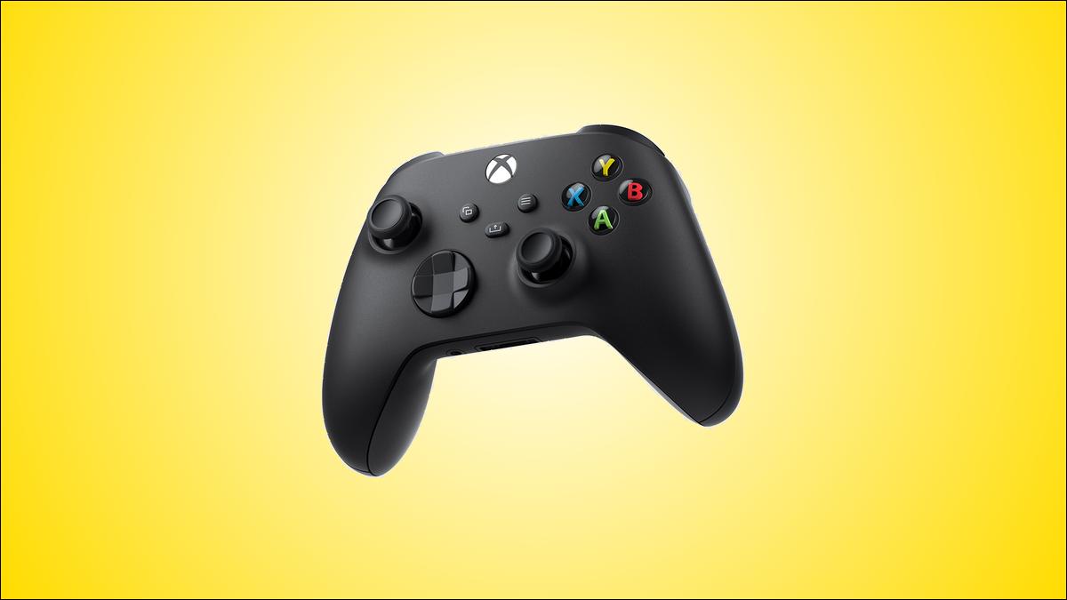 La variante de couleur noire de la manette sans fil Xbox, sur fond jaune.